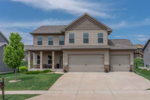 119 Colchester Dr, Iowa City, IA