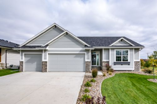 3443 NW 168th St, Clive, IA