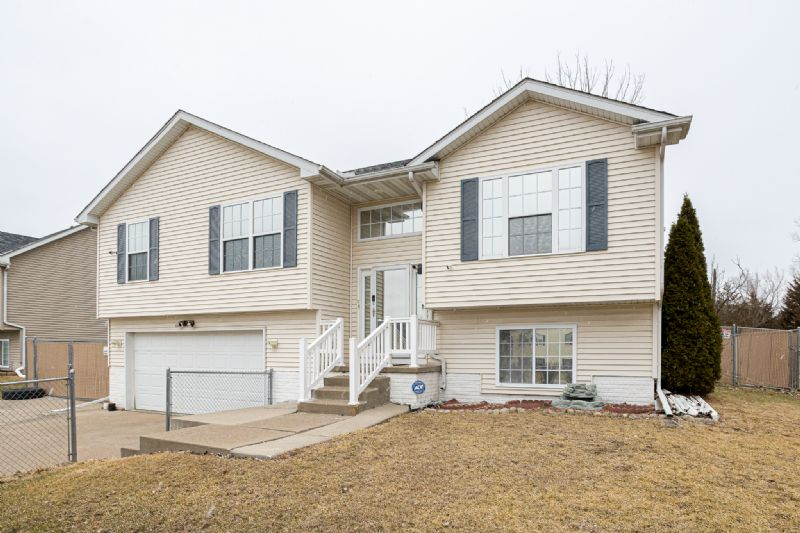 840 W. 66th St, Davenport, IA