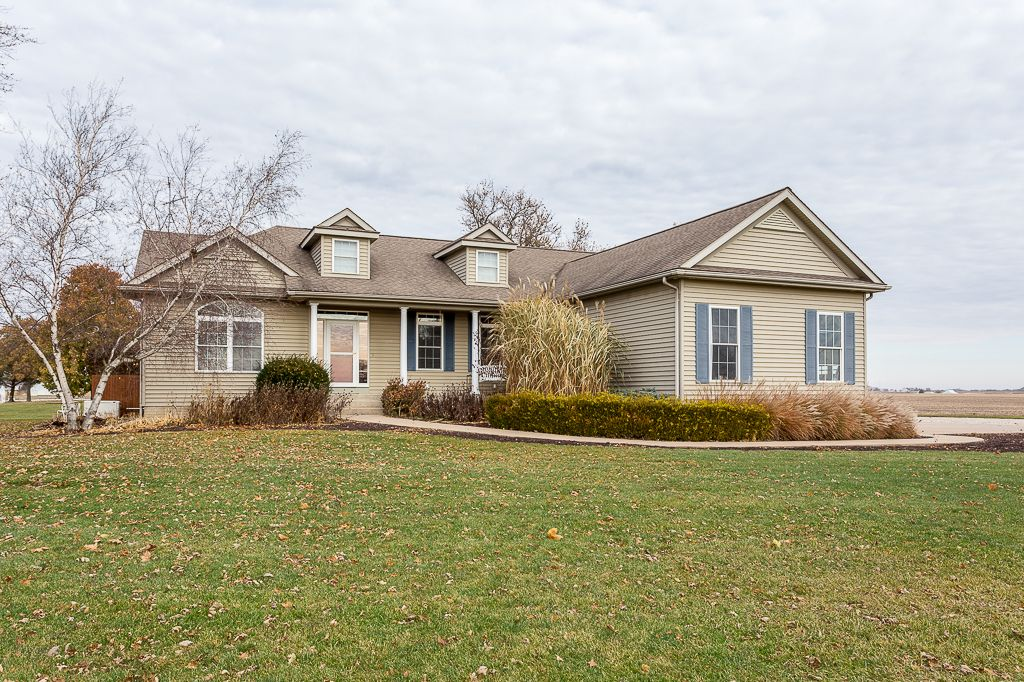 24100 Territorial Rd, LeClaire, IA, Image 2