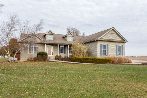 24100 Territorial Rd, LeClaire, IA