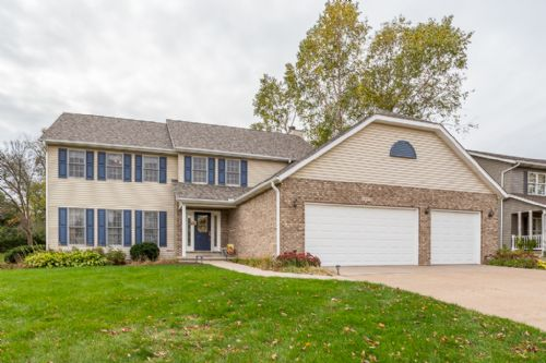 4003 Briar Ct, Bettendorf, IA